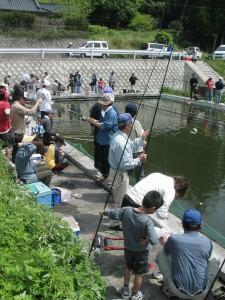 平鹿倉ニジマス釣り大会|日置市観光協会